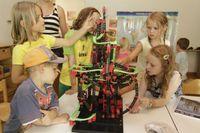 """Das Goldene Schaukelpferd: Das beste Spielzeug des Jahres 2014 ist der Kugelparcours """"Profi Dynamic XL"""" von fischertechnik. Bild: """"obs/Family Media GmbH & Co. KG/a.j.schmidt"""""""