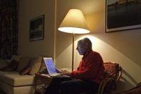 Senior online: kann im Web frei über Sex sprechen. Bild: R. Sturm, pixelio.de