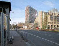 Westarkade (links) und Nordarkade (rechts) am Hauptsitz der KfW
