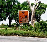 Aufforderung zum Wassersparen: Auch in der Südsee-Republik Kiribati herrscht akute Trinkwasserknappheit. Die Regierung hat überall Tafeln aufgestellt, um auf einen sorgsamen Umgang mit Wasser hinzuweisen. Bild: wolfgang weitlaner