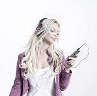 Musikhören: Bass verleiht Gefühl von Macht. Bild: pixelio.de/J. Brinckheger