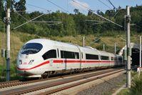 Ein ICE 3 am Oberhaider-Wald-Tunnel auf der Schnellfahrstrecke Köln–Rhein/Main