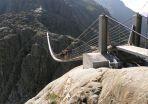 Die Hängebrücke auf dem Weg zur Trifthütte ist zu einer Attraktion geworden. Quelle: © Geographisches Institut/Universität Zürich (idw)
