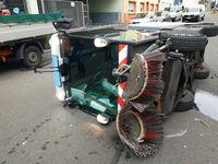 Umgefallene Kehrmaschine Bild: Polizei