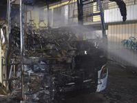 Bild Polizei Mönchengladbach: Ausgebrannter Reisebus