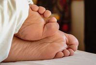 Füße: Schlafmangel ist bei Asthma schlecht.