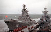 """Die Admiral Uschakow (ex """"Kirow"""") und die Marschal Ustinow in Seweromorsk 1992"""