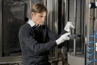 Die IWS-Arbeiten konzentrieren sich auf die Entwicklung von selbstschmierenden Schichtsystemen auf der Basis harter Kohlenstoffschichten Quelle: © Frank Höhler / Fraunhofer IWS Dresden (idw)