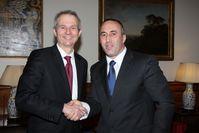 Ramush Haradinaj (rechts) mit David Lidington (2013)