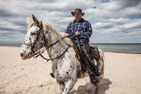 Olaf lebt auf Usedom und organisiert Ausritte für Touristen.