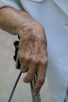 Frauenhand: Demenz im Alter keine Seltenheit. Bild: pixelio.de, angieconscious)