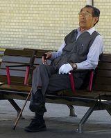 Alter Japaner: ohne Auto gefährdeter.