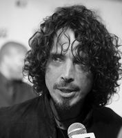 Chris Cornell Bild: christopher simon - originally posted to Flickr as IMG_0126, CC BY 2.0, https://commons.wikimedia.org/w/index.php?curid=6690371