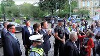 Jens Spahn (2020) mit Polizeischutz und Leibwächtern in Bergisch Gladbach war nicht erwünscht.