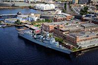 """Fregatte """"Niedersachsen"""" im Hafen von Baltimore.Foto: Jack Hardway"""