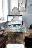 Gläserner User: Datenspeicherung betrifft jeden. Bild: pixelio.de, Bernd Kasper