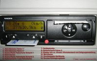 Digitaler Tachograph (mit Detailbeschriftungen)