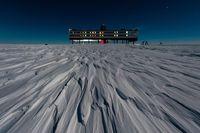 Basis der deutschen Antarktis-Forschung: Die Neumayer-Station III in der Nähe der Atka-Bucht Quelle: Foto: Stefan Christmann, Alfred-Wegener-Institut (idw)
