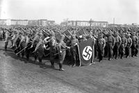 SA-Fahnenweihe auf dem Tempelhofer Feld in Berlin, 1933 (Symbolbild)