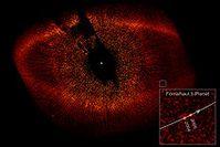 Hubble-Aufnahme von Staubscheibe und Exoplanet um den Stern Fomalhaut. Bild: de.wikipedia.org