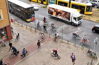 """Radfahrer, Busse, Autos, Fußgänger: Das Gerangel um Verkehrsflächen ist immens /  Bild: """"obs/ADAC/ADAC/CHRISTOPH MICHAELIS"""""""