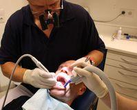 Zahnarzt: Dentisten spüren Patienten-Angst.