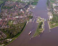 Luftaufnahme des Beginns des Nord-Ostsee-Kanals bei Brunsbüttel mit den Schleusenanlagen.
