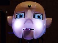 Roboterkopf: Robotik hilft Kindern mit ASD. Bild: pixelio.de, Dieter Schütz