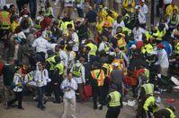 Erstversorgung der Opfer am ersten Explosionsort