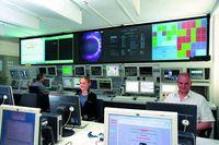 In der Leitwarte des Jülicher Fusions¬experiments TEXTOR überwachen Wissenschaftler und Ingenieure den Betrieb. Hier sollen demnächst die jungen Fachingenieure ausgebildet werden. Foto: Forschungszentrum Jülich