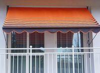 Klemmmarkise an einem Balkon
