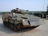 Der Puma ist ein Schützenpanzer, der von den deutschen Rüstungsunternehmen Krauss-Maffei Wegmann (KMW) und Rheinmetall-Landsysteme (RLS) entwickelt und produziert wird.