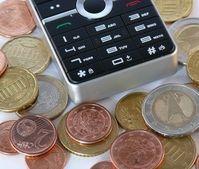 Geld fürs Handy: Kunden sollten Angebote prüfen. Bild: pixelio.de, REK