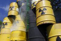 """""""Problemfässer"""" für Atommüll oder auch: Massive und langanhaltende Umwelt- und Menschenvergiftung (Symbolbild)"""