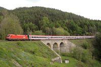 Ein ÖBB-EuroCity auf der Semmeringbahn (2006)