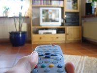 Fernsehen am Fernseher auch TV genannt (Symbolbild)