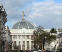"""Die Werchowna Rada (ukrainisch Верховна Рада Verchovna Rada """"Oberster Rat"""", vor 1991 auch """"Oberster Sowjet"""") ist nach der Verfassung das einzige gesetzgebende Organ (Parlament) im Einkammersystem der Ukraine."""