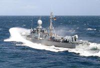 Navigationsübung. Die Schnellboote ZOBEL und FRETTCHEN führen unter Leitung der Fregatte SACHSEN ein Flottenballett auf. Bild: Deutsche Marine