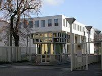 Haupteingang und Neubau des Bundesgerichtshof, Karlsruhe. Bild: Dionysos