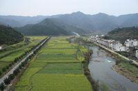 Einzugsgebiet des Jangtsekiang-Flusses, Südchina. Hier wird Wald gerodet, um Platz für Ackerland und Teeplantagen zu schaffen.Quelle: © M. Kuemmerlen (idw)