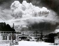 Die aufsteigende Wolke kurz nach der Explosion, fotografiert von Madsuda Hiromichi in einem Außenbezirk der Stadt (9. August 1945), Symbolbild
