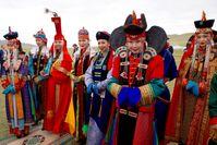 Frauen in klassischer mongolischer Traditionsbekleidung: Die neuen Fachkräfte für Deutschland? (Symbolbild)