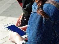 Handy: Geräte immer öfter an US-Schulen akzeptiert. Bild: Lupo, pixelio.de
