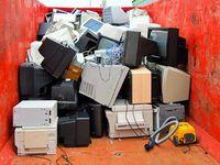 Müll: Alte Fernseher werden bald komplett überflüssig. Bild: pixelio.de/Laub