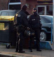 SEK-Mitglieder mit Einsatzkleidung und -ausrüstung
