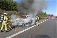 Brand eines VW Transporters.