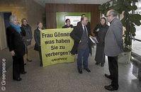 Greenpeace-Akivisten und Atomexperte Heinz Smital im Umweltministerium in Stuttgart. Bild: Greenpeace