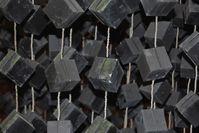 Nahaufnahme der Uranwürfel (Nachbildung)