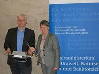 Bundesumweltministerin Hendricks und DUH-Geschäftsführer Resch werben gemeinsam für die Filternachrüstung. Bild: Deutsche Umwelthilfe e.V. (DUH)