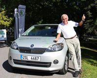 """Gerhard Plattner am Ziel. Bild: """"obs/Skoda Auto Deutschland GmbH"""""""